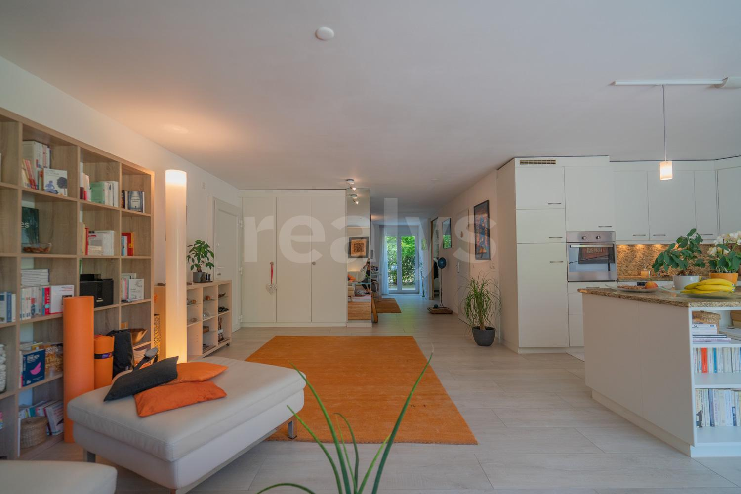 PrivaliaBeautiful furnished flat on the ground floor with two terraces